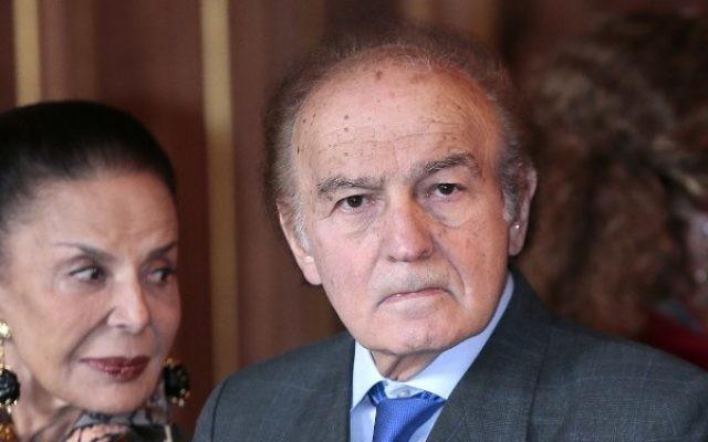 Photo prise le 2 octobre, 2012 montrant l'avocat américain, auteur et survivant de l'Holocauste Samuel Pisar et son épouse Judith à Paris à l'hôtel de ville. (AFP PHOTO / JACQUES DEMARTHON)