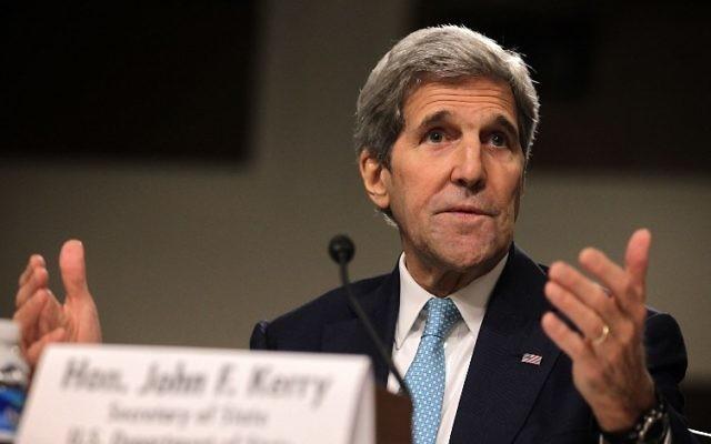 Le secrétaire d'Etat américain John Kerry lors d'une audience devant la Commission des affaires étrangères au Sénat américain, à Washington D.C., le 23 juillet 2015. (Crédit : Alex Wong/Getty Images/AFP)