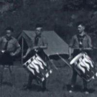 Des jeunes participant à un camp d'été de la Bund, qui était calqué sur les camps de la jeunesse hitlérienne dans l'Allemagne nazie. (Crédit : Archives nationales des États-Unis)