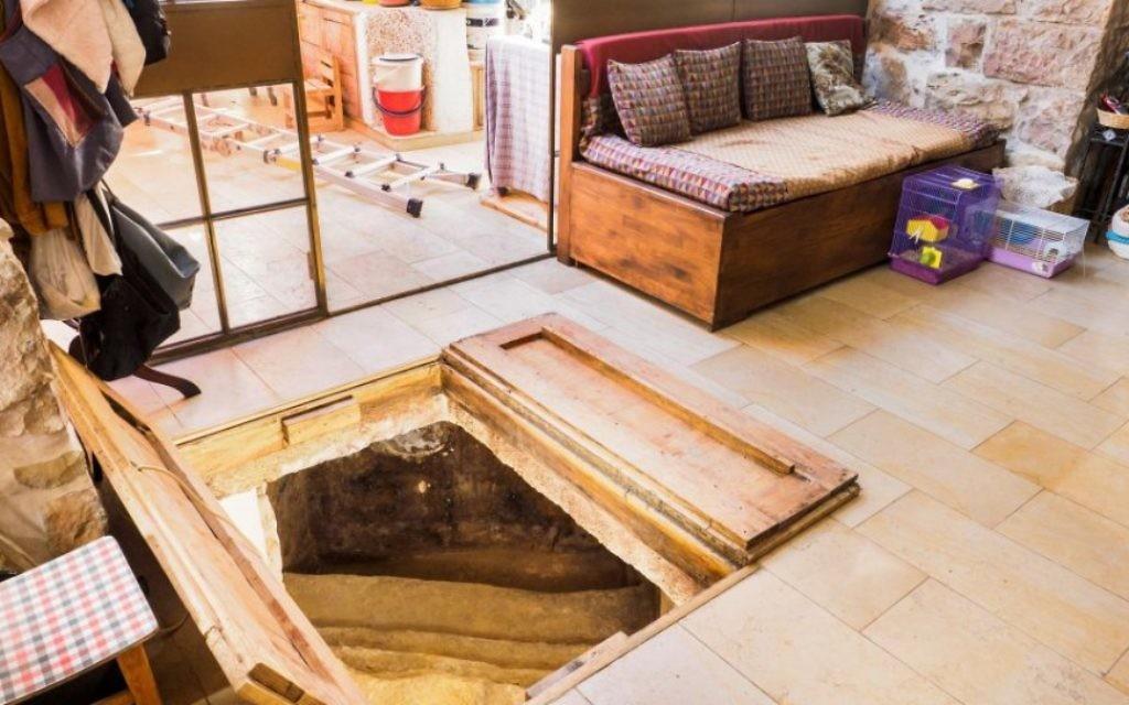 Un mikveh découvert dans le salon d'une maisonà Ein Kerem - 1er juillet 2015 (Crédit : autorisation)