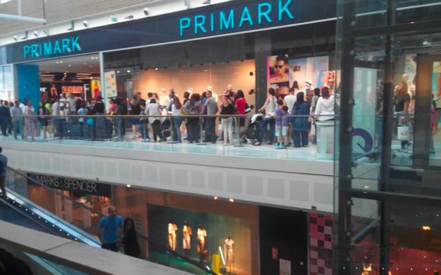 La boutique Primark située dans le centre commercial Quartz à Villeneuve la Garenne (92) (Crédit : capture d'écran YouTube)