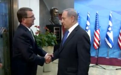Ashton Carter (g) et Benjamin Netanyahu  Jérusalem le 21 juillet 2015 (Crédit : YouTube)