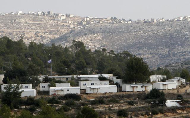 L'implantation de Halamish, en Cisjordanie (Crédit : Miriam Alster / Flash90)