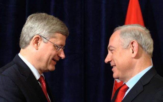 Le Premier ministre Benjamin Netanyahu (à droite) et son homologue canadien Stephen Harper en 2014 (Crédit : Avi Ohayon / GPO / Flash90)