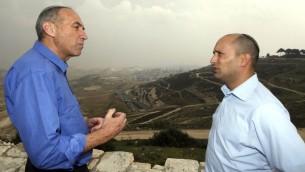 Moti Yogev (à gauche) et et le chef de son parti, HaBayit HaYehudi, Naftali Bennett (Crédit :  FLASH90)