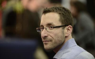 Le député de l'Union sioniste Itzik Shmuli à Tel-Aviv, le 14 décembre 2014. (Crédit : Tomer Neuberg / Flash90)
