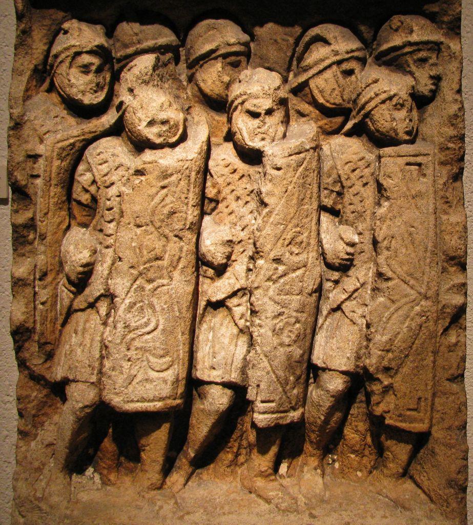 Des légionnaires romains sculptés trouvés à Glanum, sud de la France (Crédit : CC BY-SA Ursus, Wikimedia Commons)