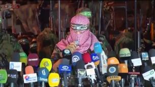 Abu Obeida, porte-parole du Hamas, le 8 juillet 2015  à Gaza. (Crédit : capture d'écran Youtube/ Israel Broadcasting Authority)