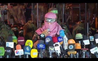 Abu Obeida, porte-parole du Hamas, à Gaza, le 8 juillet 2015  . (Crédit : capture d'écran Youtube/Israel Broadcasting Authority)