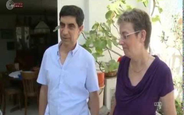 Les parents du lieutenant Hadar Goldin (Capture d'écran Youtube Israel Broadcasting Corporation)