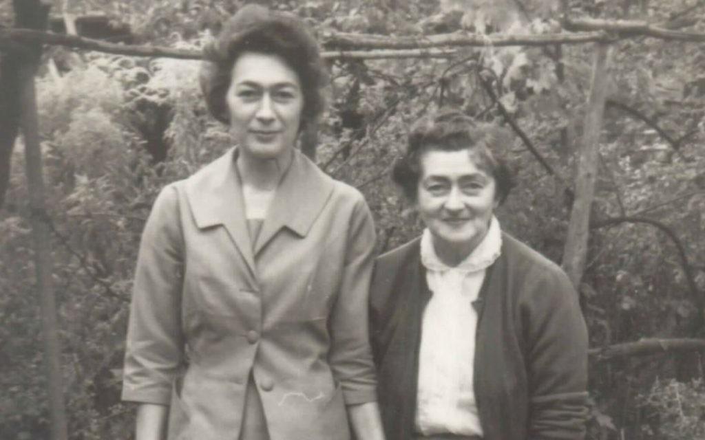 Helena Colomerecki, à droite, était une Juive d'origine polonaise qui a changé son nom de Malie Rothenberg. (Courtoisie de Jennie Workman Milne / via JTA)
