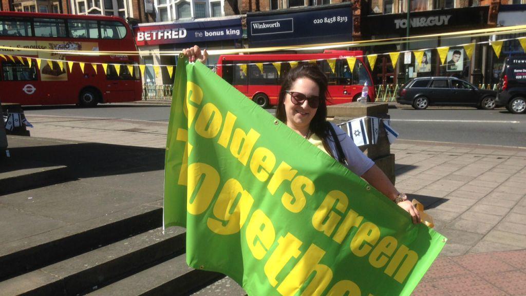 Une collaboratrice du Conseil des députés des Juifs britanniques, Sophie Dunoff au Golders Green Together, le 3 juillet 2015 (Crédit : Jenni Frazer / The Times of Israël)