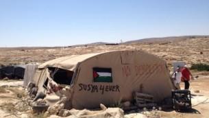 Une tente dans le hameau de Susya, le 19 Juillet, 2105 (Crédit : Elhanan Miller / Times of Israël)