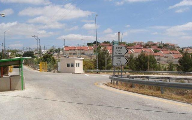 L'implantation de Nahliel, au  centre de la Cisjordanie (Crédit : Dnd man/CC BY-SA 3.0/WikiCommons)