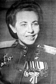 Polina Gelman décorée à de nombreuses reprises, qui a participé à 857 vols de combat (Crédit : Autorisation de Yad Vashem)