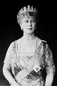 La reine Mary du Royaume-Uni, aussi connu comme Mary de Teck, était l'épouse du Roi George V et la grand-mère de la reine Elizabeth II (Crédit : Domaine public via Wikipedia)
