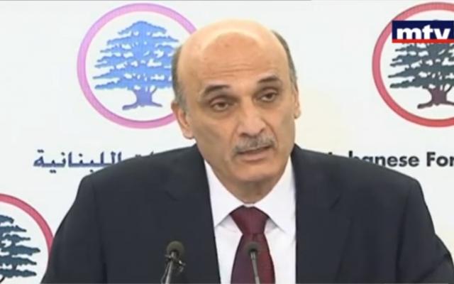 Samir Geagea s'adressant à la presse le 29 mai 2013 (Crédit : Capture d'image d'une vidéo YouTube téléchargée par MTVLebanonNews)