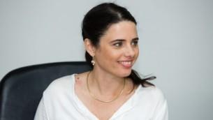 Ayelet Shaked au ministère de la Justice à Jérusalem le 17 mai 2015 (Crédit photo: Dudi Vaknin / Pool)