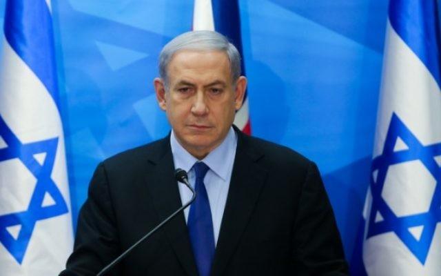 Le Premier ministre Benjamin Netanyahu parle lors d'une conférence de presse conjointe avec le ministre britannique des Affaires étrangères Philip Hammond (ne figure pas sur la photo) à Jérusalem le 16 juillet 2015. (Photo: Alex Kolomoisky / POOL / Flash90)