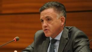 Le lieutenant colonel Geoffrey Corn, un professeur de droit qui a conseillé le comité JINSA, parle devant le Conseil des droits de l'homme des Nations Unies le 29 juin 2015 (Photo: Autorisation UN Watch / Oliver O'Hanlon)