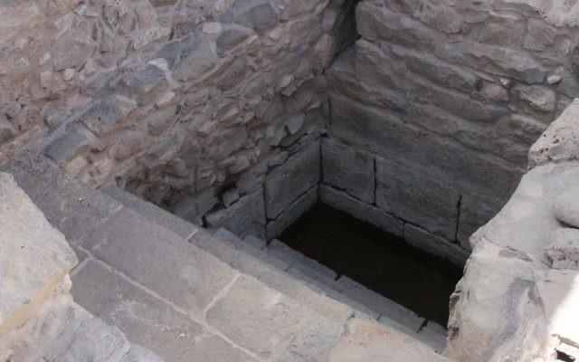 Entrée de la Mikvé à Magdala (Crédit : Shmuel Bar-Am)