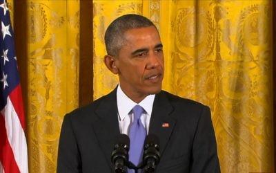Le président américain Barack Obama aborde avec les journalistes l'accord nucléaire avec l'Iran, le 15 juillet 2015. (Crédit : capture d'écran CBS)
