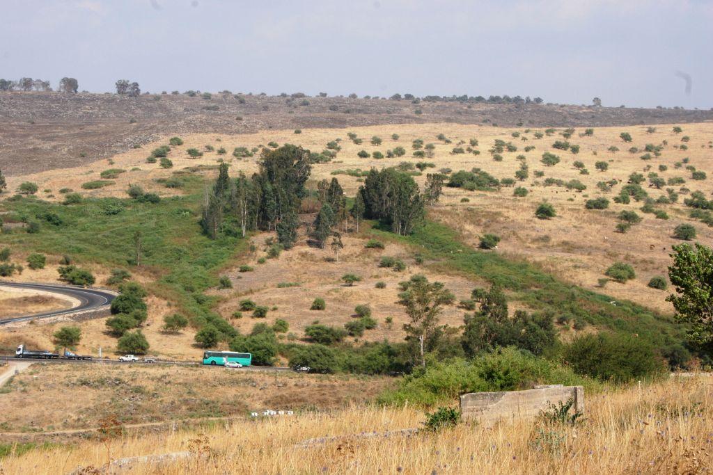 La vue du Golan depuis Old Mishmar Hayarden (Crédit : Shmuel Bar-Am)