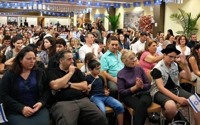 Plus de 200 nouveaux immigrants de France sont arrivés en Israël dans la nuit du 27 au 28 juillet 2015 (Photo: Page Facebook Global Center de l'Agence Juive)