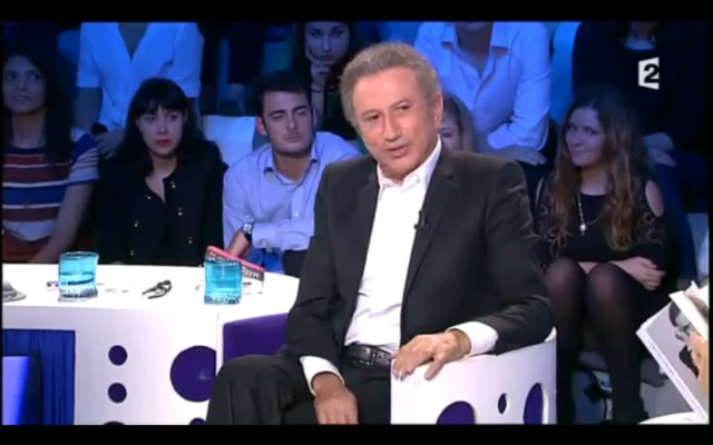 "Michel Drucker dans l'émission ""On n'est pas couché"". (Capture d'écran : YouTube)"