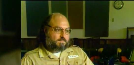 Jonathan Pollard en prison (Crédit : Capture d'écran YouTube)