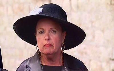 Esther Pollard lors d'une conférence de presse à Jérusalem, le mercredi 29 juillet 2015 (Crédit : Capture d'écran Deuxième chaîne)