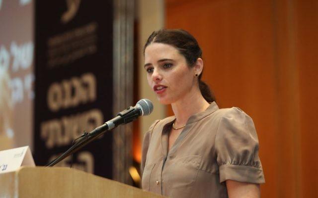 Ayelet Shaked, ministre de la Justice, pendant la conférence annuelle de l'Association du Barreau, à Eilat, le 18 mai 2015. (Crédit : Yossi Zamir/Flash90)