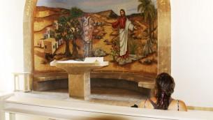 Une chapelle latérale pour la prière et la réflexion au centre Magdala (Crédit : Shmuel Bar-Am)