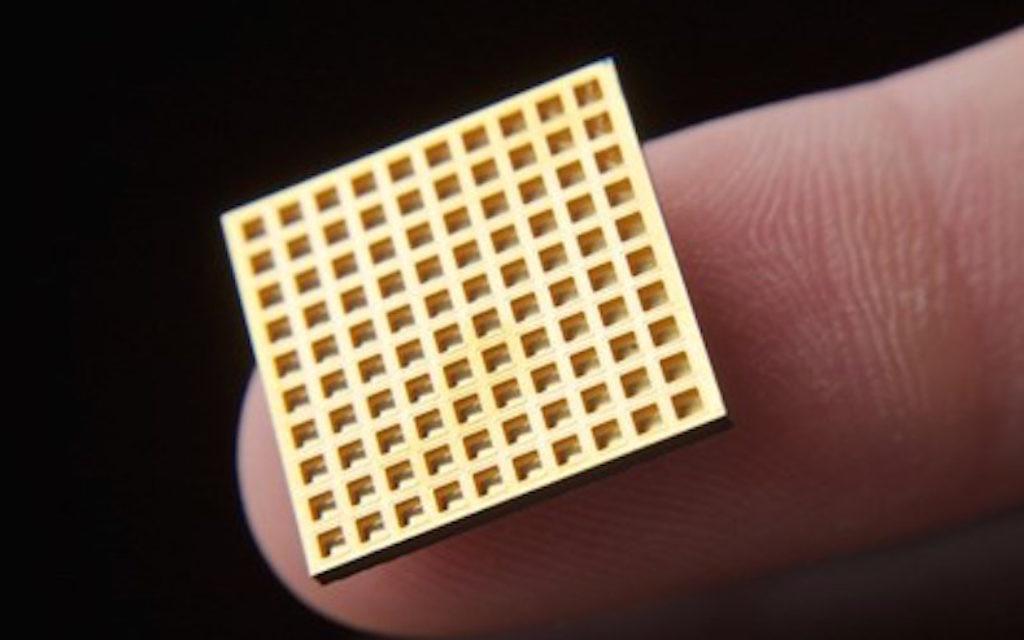 Une puce Microchips Biotech (Crédit : Autorisation)