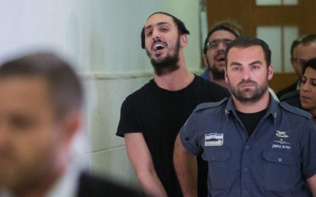Shlomo Twitto (au centre) au tribunal de district de Jérusalem, le 22 juillet 2015 (Crédit photo: Yonatan Sindel / Flash90)