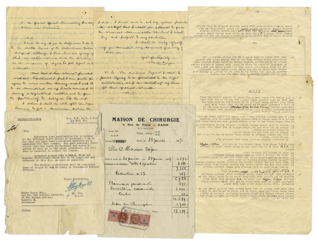 Photo du lot de lettres rédigées à l'époque où Moshe Dayan a perdu son œil et qui ont été mises en vente en enchère (Crédit : Nate D. Sanders)