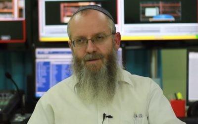 Le rabbin Ezra Sheinberg de Safed, accusé de crimes sexuels contre plusieurs femmes. (Crédit : Capture d'écran YouTube)