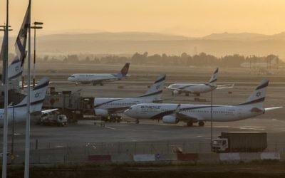 Des avions de la compagnie nationale El Al sur le tarmac de l'aéroport international Ben Gurion, près de Tel Aviv, le 21 août 2014. (Crédit : Jack Guez/AFP)