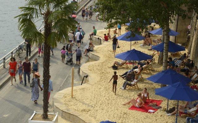 Illustration des quais transformés en paris plage (Crédit : AFP/BERTRAND GUAY)