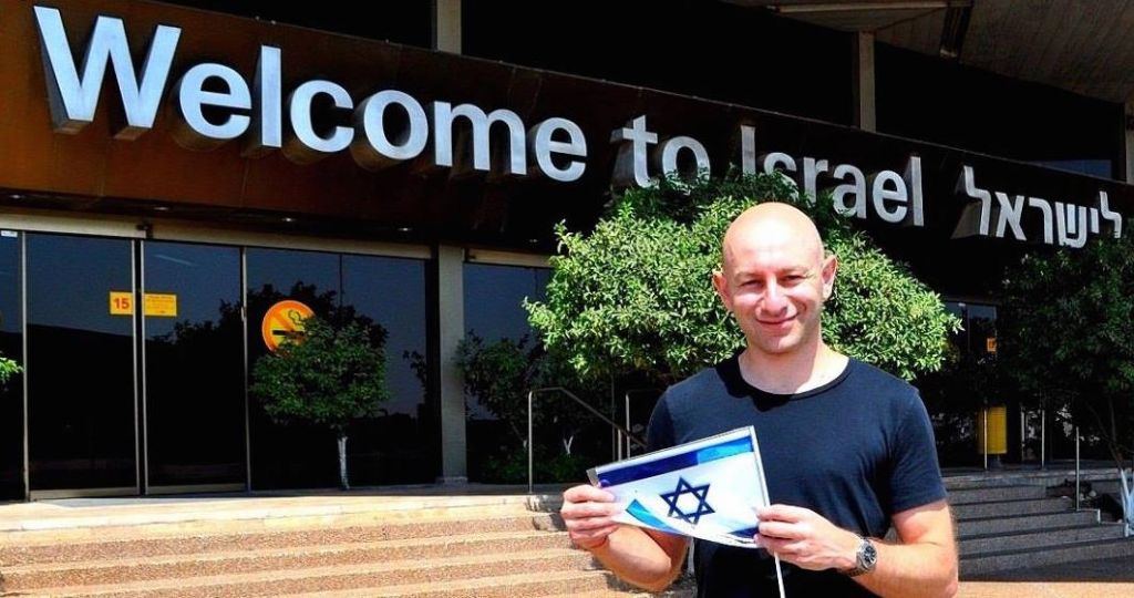 Un ancien participant à Masa, Arsen Ostrovsky, directeur de la recherche pour le Congrès israélo-juivf (Crédit : Autorisation)