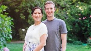 Mark Zuckerberg et sa femme Priscilla Chan, enceinte, ont annoncé ce vendredi attendre leur premier enfant (Crédit : Facebook/Mark Zuckerberg)