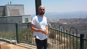 Le porte-parole d'Yitzhar Ezri Tubi (Crédit : Simona Weinglass)