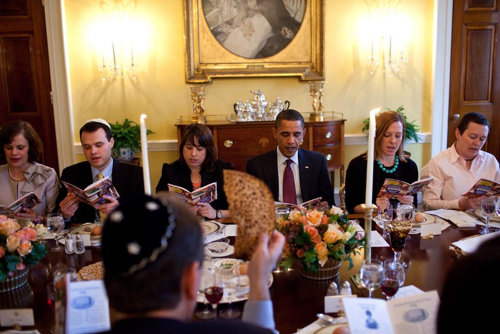 Le président Obama accueillant un Seder de Pessah à la Maison Blanche en 2012 (Crédit : Pete Souza / The White House)