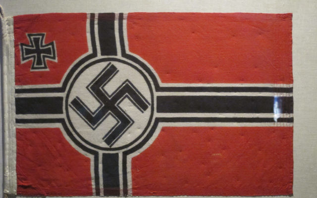 Un drapeau nazi. Illustration. (Crédit : BPTakoma/CC BY/Flickr)