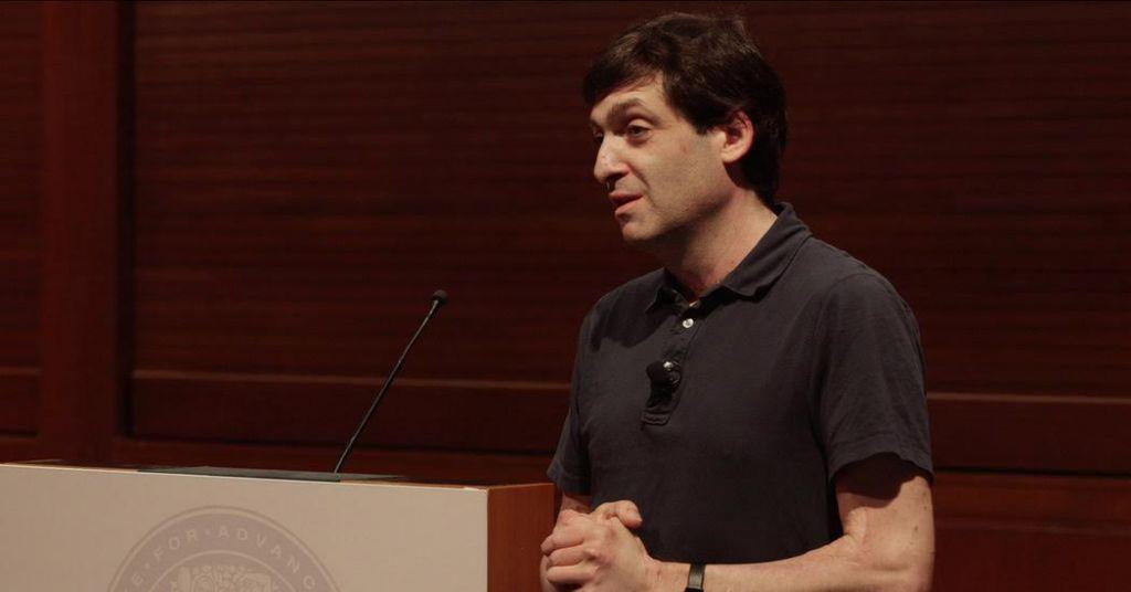 Brûlé par un pétard dans sa jeunesse, le professeur Dan Ariely a passé beaucoup de temps à l'hôpital et à commencer à repenser ce que cela signifiait de penser (Crédit : Autorisation)
