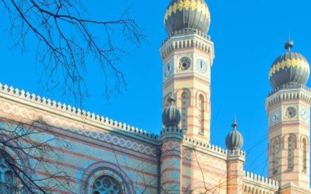 La synagogue de la rue Dohany à Budapest en Hongrie (Crédit : Wikimedia Commons/CC BY-SA 3.0)