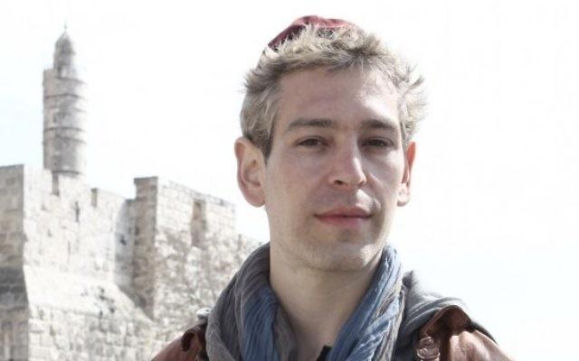 Le rappeur juif américain Matisyahu près de la Vieille Ville de Jérusalem (Crédit : Kobi Gideon / Flash90)