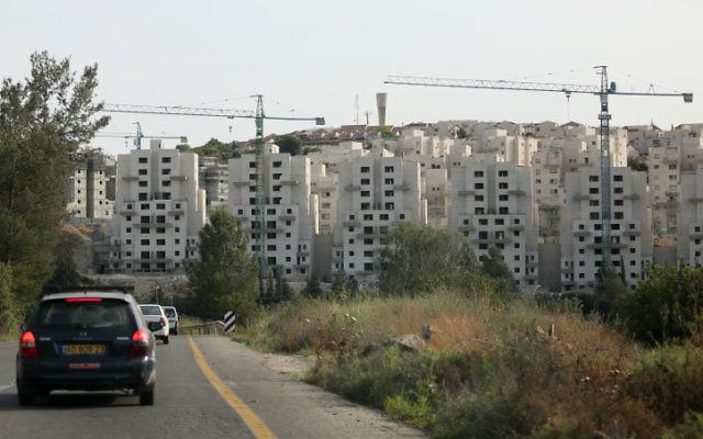 La construction de logements à Beit Shemesh en mai 2012 (Crédit : Nati Shohat / Flash90)
