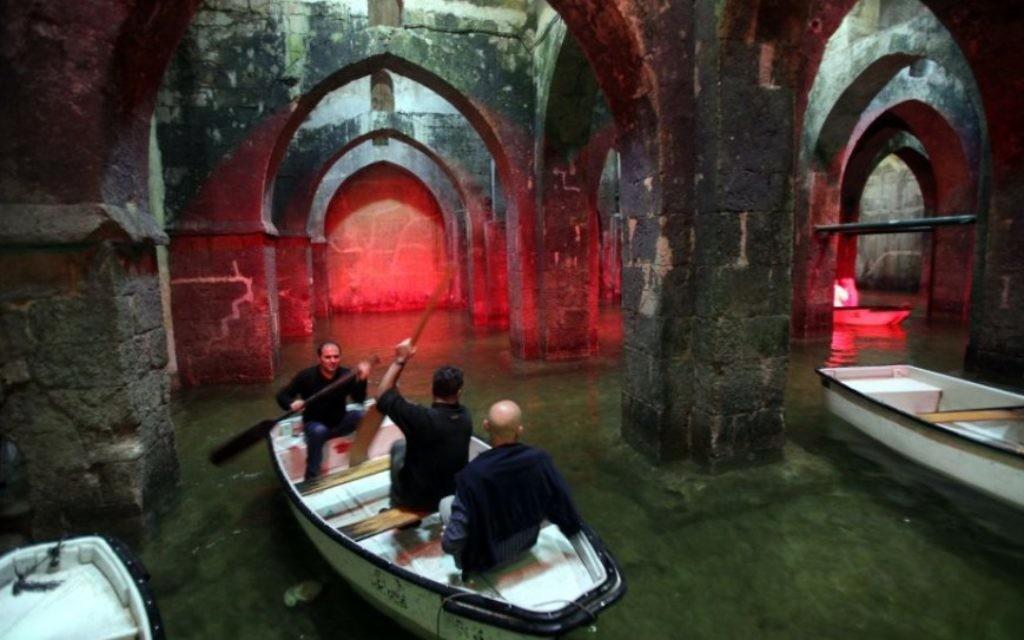 La piscine des Arches, une citerne d'eau souterraine, construit sous le règne du calife Haroun al-Rachid en 789 de notre ère (Crédit : Yossi Zamir / flash 90)