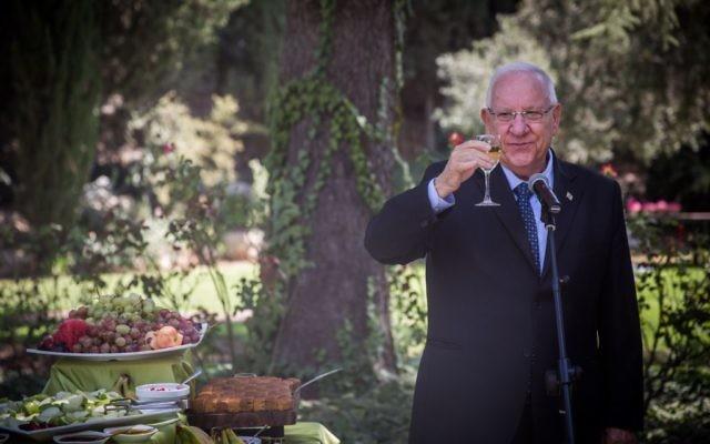Le président Reuven Rivlin accueille une cérémonie en l'honneur Rosh haShana à la maison présidentielle en compagnie des délégations diplomatiques et des ambassadeurs. August 31, 2015.( Crédit : Hadas Parush/Flash90)